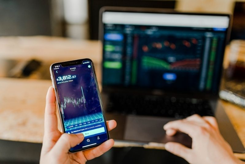 How Mobile Applications are improving the Fintech Industry?